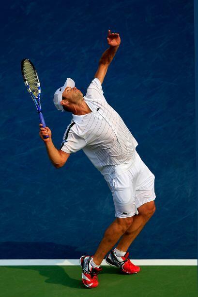 Andy Roddick superó a Julien Benneteau 6-1, 6-4, 7-6 (7/5).