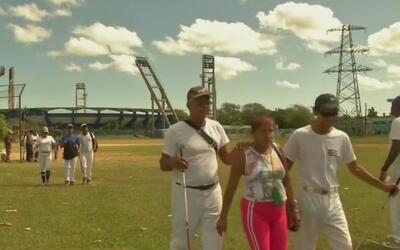 Así se juega el béisbol para ciegos y débiles visuales en Cuba