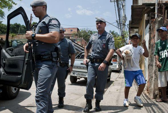 La policía brasileña lanzó una gran operación en la mayor favela de Sao...