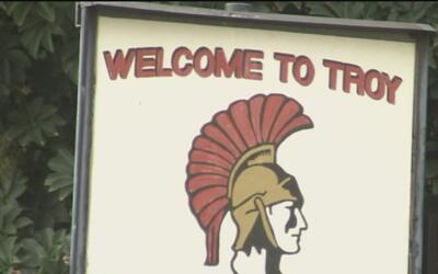 Estudiantes de la preparatoria Troy en Fullerton arrestados por planear...