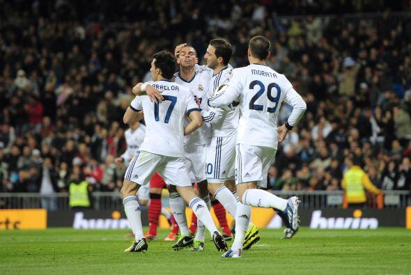 Triunfo final del Madrid con un gol final en el descuento de benzema a p...