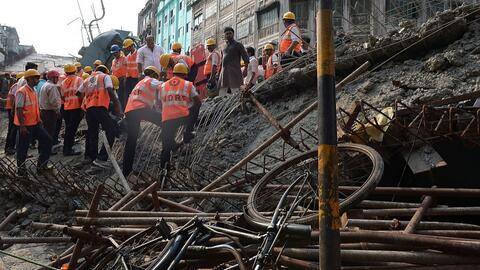 Colapso de un puente deja al menos 14 muertos en India