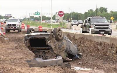 Descubren persona sin vida dentro de un auto