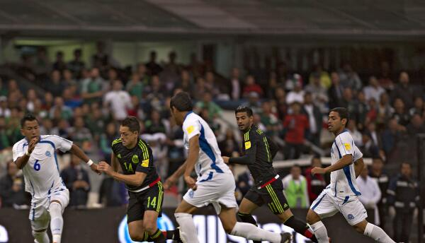 México y El Salvador jugaron en el Estadio Azteca.