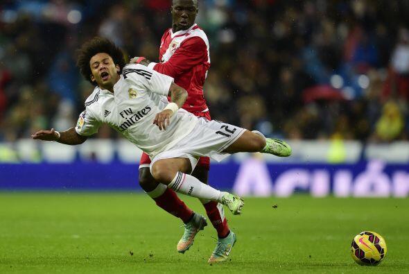 Por la lateral de la izquierda Marcelo del Real Madrid es el que destaca...