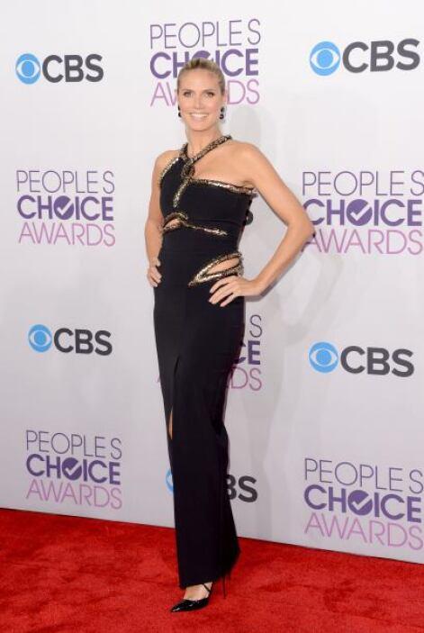 En todas las alfombras rojas, la modelo Heidi Klum impacta con sus 'outf...