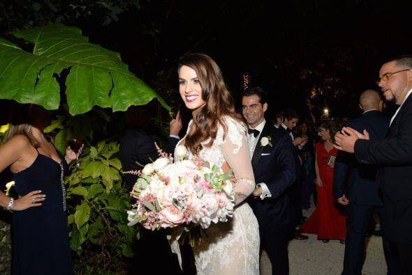 Vanessa y su esposo se dirigieron rumbo al salón donde se llevar&...