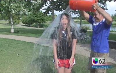 Leslie Montoya se une al Reto de Agua Helada
