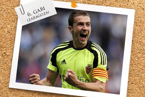 El español Gabi, merecidamente, está en la mitad del campo...