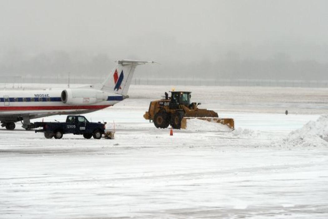 Más de cuatro mil 500 vuelos habían sido cancelados hasta las primeras h...