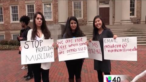 Alumnos de UNC en Chapel Hill protestan por la toma de protesta de Donal...
