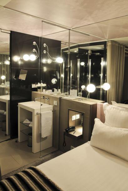 Utiliza espejos. Los espejos añaden profundidad y dimensió...