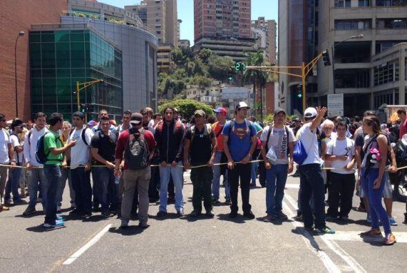 Los estudiantes fueron acompañados por dirigentes políticos de la oposic...