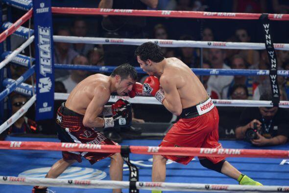 Martínez fue superior a Chévez desde el inició del combate.