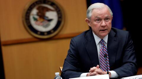 Jeff Sessions ordena a fiscales que exijan los cargos más severos para s...