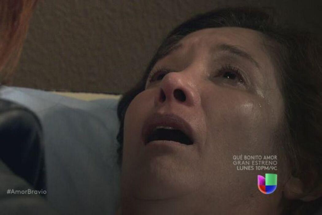 Está muerta, Agustina se ha ido tranquila, en completa paz con los seres...