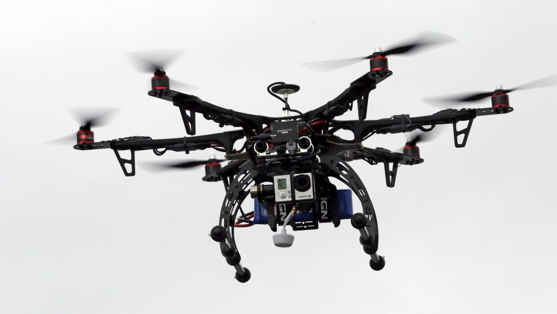 Un dron en un vuelo de prueba en  Brigham City, Utah, el 13 de febrero d...