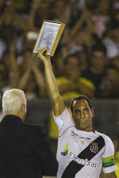 El delantero brasileño Edmundo dijo adiós y 'colgó las botas'. Luego de...