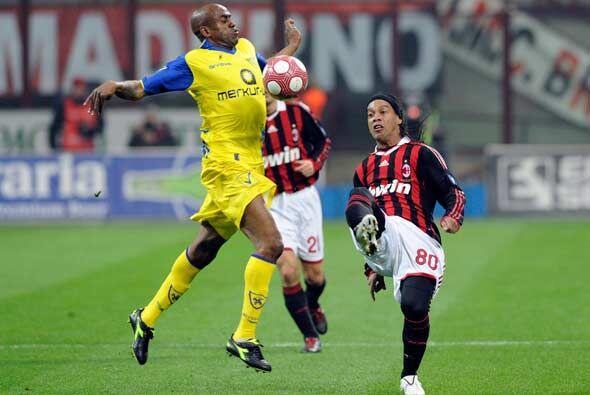 Al conocer el traspié del Inter, Milan jugaba su encuentro ante e...