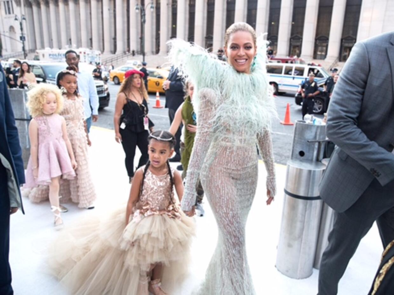 Beyonce sorprendió a sus fans a su arribo a los premios VMAs con...
