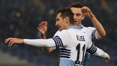 Klose marcó dos de los goles con los que se impuso la Lazio.