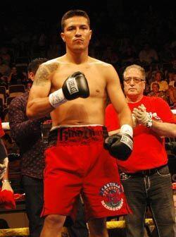 El ex campeón mundial mexicano Julio Díaz subió al ring en busca de rela...