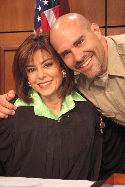 10.-El alguacil ha apoyado en las buenas y en las malas a la jueza Pereyra.