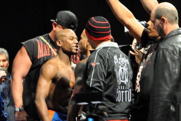 Floyd Mayweather le dijo a Cotto que a él nadie le había ganado porque e...