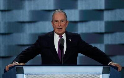 Bloomberg acusó a Trump de ser un estafador.