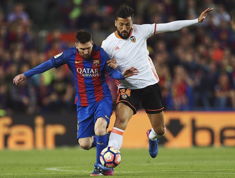 Messi y Suárez mantienen al Barcelona al acecho del Madrid 6362555409228...