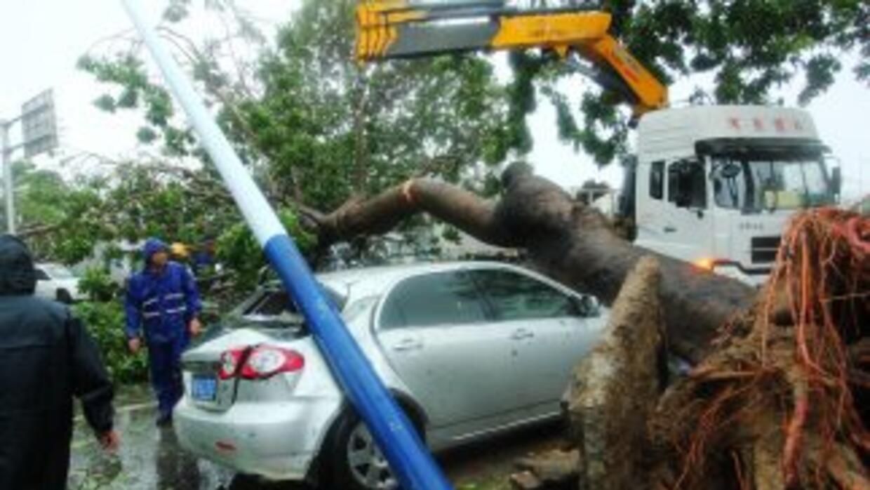 Este lunes Haiyan dejó 13 muertos en su paso por Vietnam y al menos cuat...
