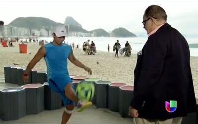 Raúl de Molina jugó con el rey del fútbol callejero