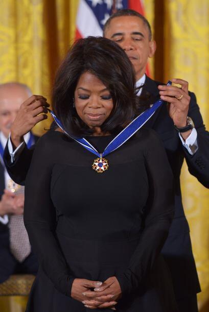 Winfrey recibió en noviembre de 2013 de manos de Obama la Medalla presid...