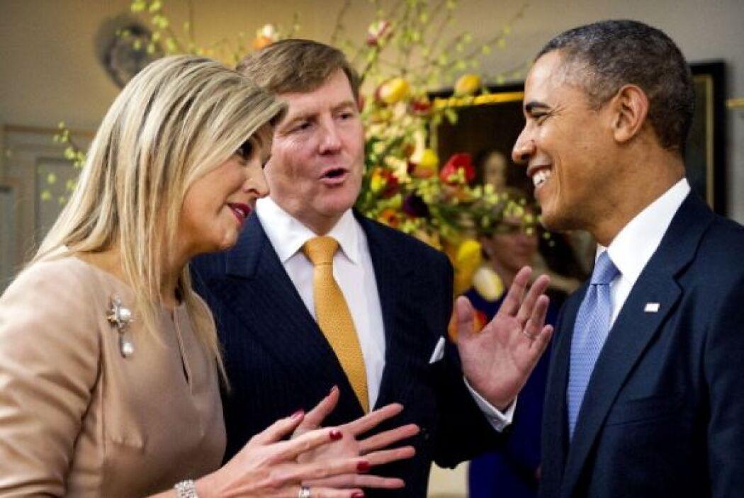 El rey de Holanda y la reina Máxima saludan al presidente Barack Obama e...