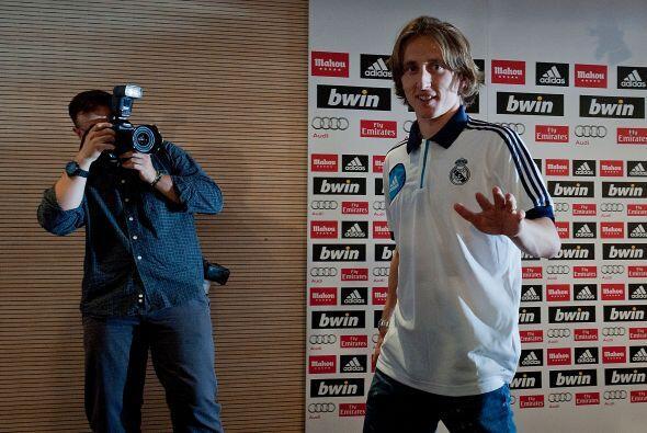 Llegó el momento en que Luka se presentaba ante la prensa para la rueda...