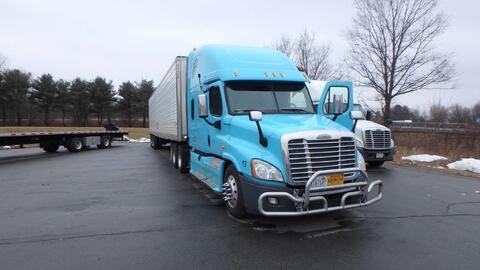 Este el camión trailer en el que se efectuó la peligrosa travesía.