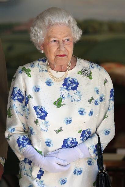 Reina Isabel II:  Es la actual monarca parlamentaria de dieciséis Estado...