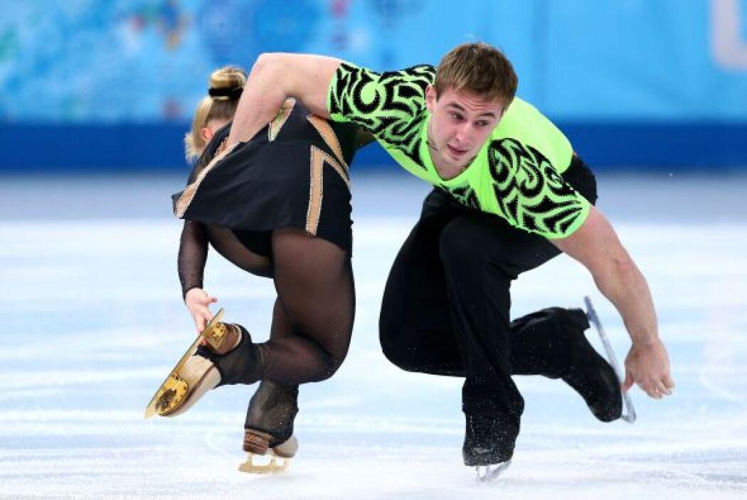 Julia Lavrentieva y Yun Rudyk de Ucrania, durante la competencia de patí...