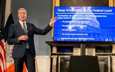 El alcalde de Nueva York, Bill de Blasio, reveló su plan presupuestario...