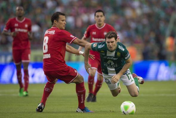 Aarón Galindo (5): El defensa central perdió la marca en e...
