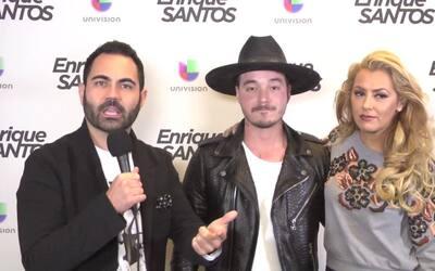 J Balvin con Enrique y Luisa en los Latin GRAMMYs 2015