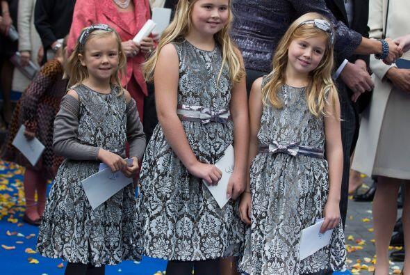 Las princesas Ariane, Amalia y Alexia, hijas de la Reina Máxima y el Rey...
