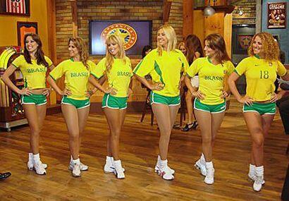 Estas hermosas chicas llegaron el domingo a la República Deportiva.