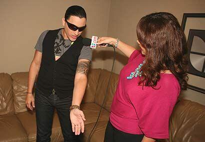 Al cantante le encantan los tatuajes.