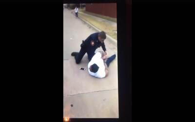 El agente Martin arresta a Jacqueline Craig