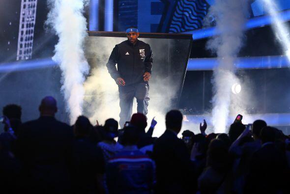 LeBron James (Cleveland Cavaliers) - - James está siempre en la d...