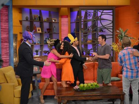 Entre tanto sombrero colorido, los presentadores de Despierta Amé...