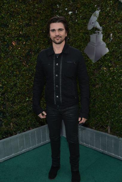 Otro que se queda plantado hasta ver el flash es Juanes.