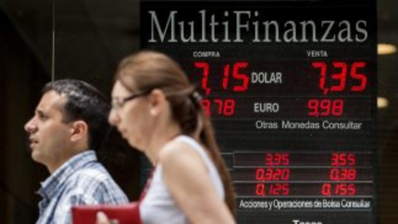 """El dólar """"ilegal"""" en Argentina continuó su tendencia a la baja."""