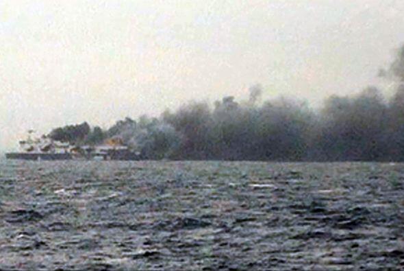 Un ferry se incendió esta madrugada entre las costas de Grecia e Italia,...